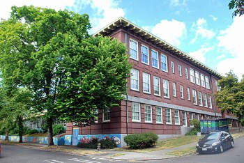 A photo of Lowell Elementary School, located in Seattle's Capitol Hill district.